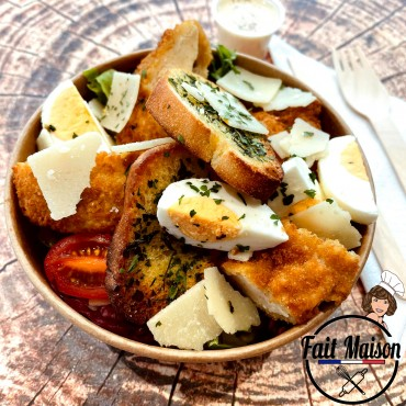 Salade césar (poulet pané)